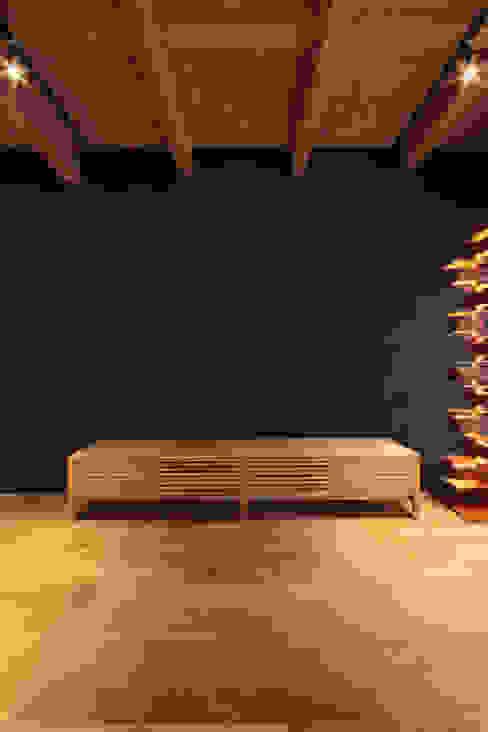 LDK2 モダンデザインの リビング の 大坪和朗建築設計事務所 Kazuro Otsubo Architects モダン