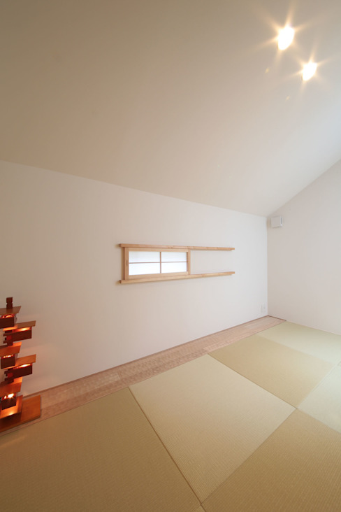 2F 和室1 モダンデザインの 多目的室 の 大坪和朗建築設計事務所 Kazuro Otsubo Architects モダン