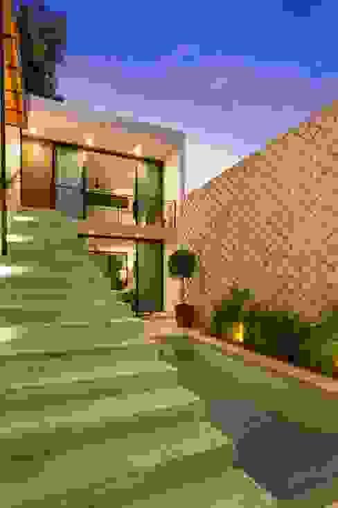 Couloir, entrée, escaliers modernes par Taller Estilo Arquitectura Moderne