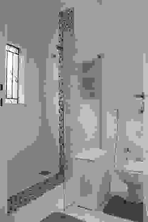 Casa VR Banheiros clássicos por Lozí - Projeto e Obra Clássico