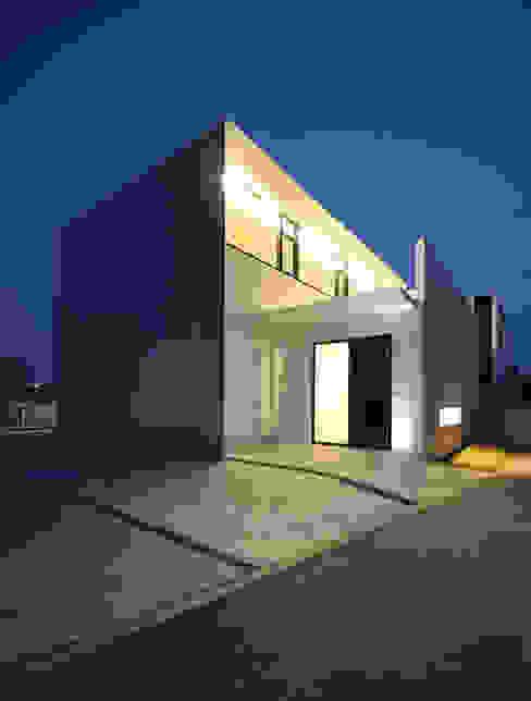 Casas modernas: Ideas, imágenes y decoración de 門一級建築士事務所 Moderno Concreto reforzado