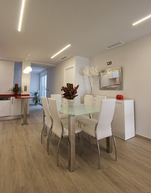 Dining room by Novodeco, Modern