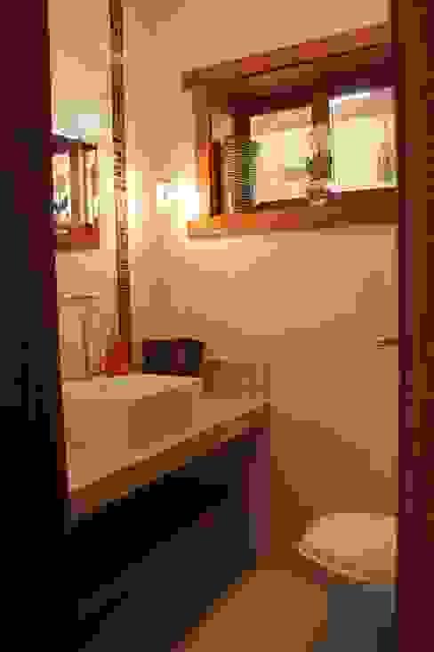 Rustic style bathroom by Lozí - Projeto e Obra Rustic