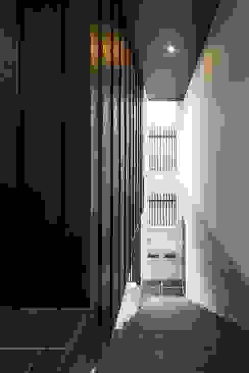 VERTICAL HOUSE (縦格子の家) オリジナルな 家 の MITSUTOSHI OKAMOTO ARCHITECT OFFICE 岡本光利一級建築士事務所 オリジナル 木 木目調