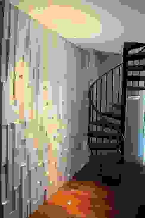 Salas de estilo moderno de Concept Engenharia + Design Moderno Piedra