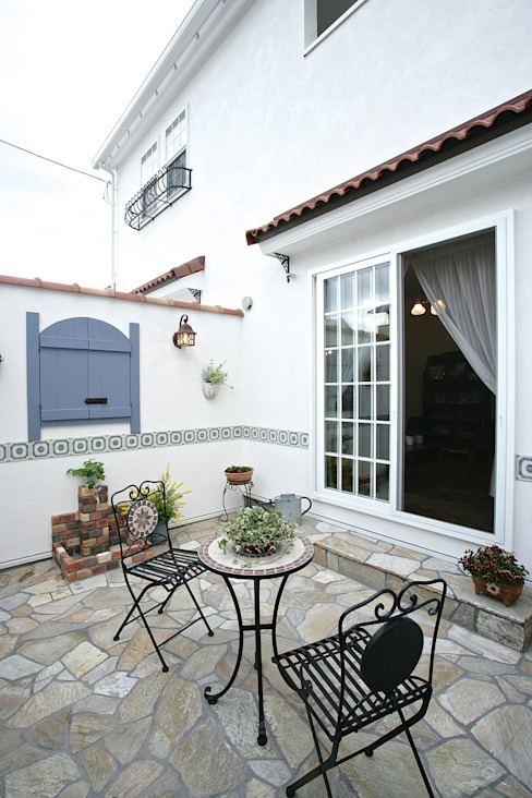 Mediterranean style garden by 주식회사 인듀어홈 코리아 Mediterranean Stone