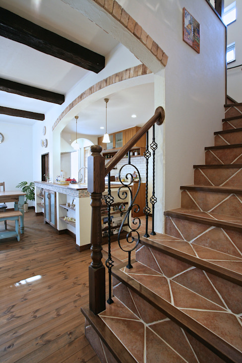 Mediterranean corridor, hallway & stairs by 주식회사 인듀어홈 코리아 Mediterranean Tiles