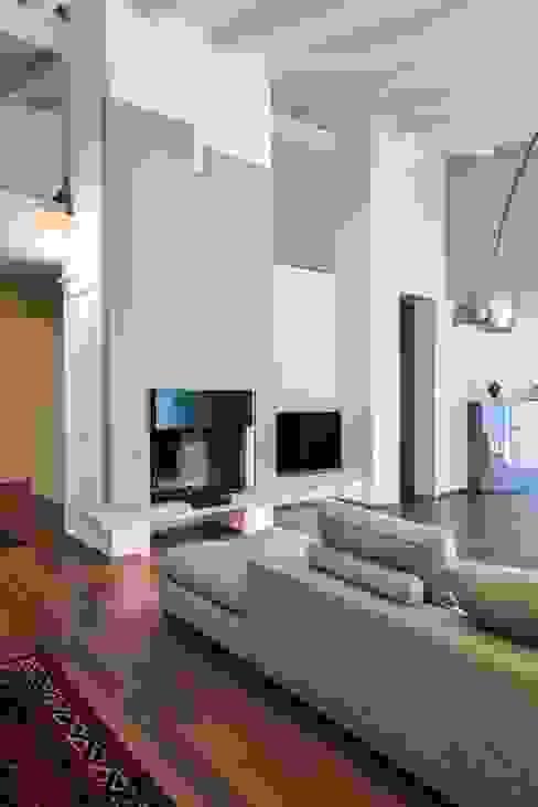 Livings modernos: Ideas, imágenes y decoración de Claude Petarlin Moderno