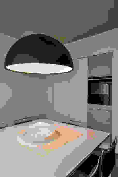 Cocinas modernas: Ideas, imágenes y decoración de Claude Petarlin Moderno