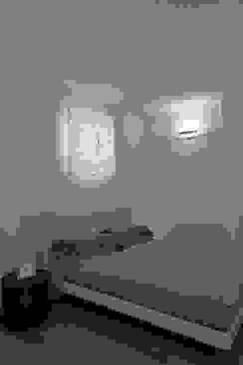 Dormitorios modernos: Ideas, imágenes y decoración de Claude Petarlin Moderno
