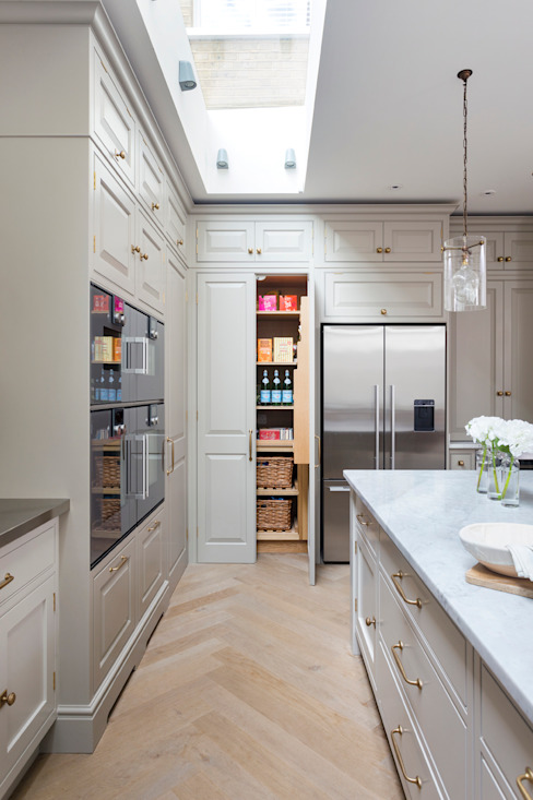 Wandsworth Classic style kitchen by Lewis Alderson Classic