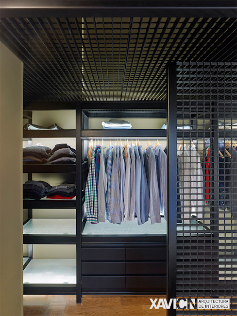 Modern dressing room by XaviCN Modern Iron/Steel