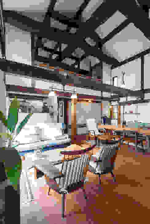 by 森村厚建築設計事務所 Asian Wood Wood effect