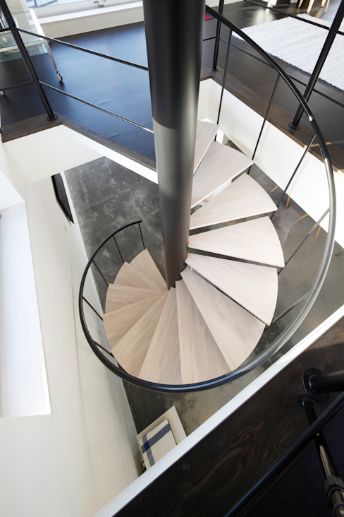 久保田正一建築研究所 Minimalist corridor, hallway & stairs Iron/Steel Black