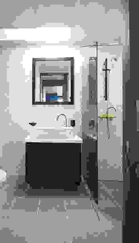現代浴室設計點子、靈感&圖片 根據 homelatte 現代風