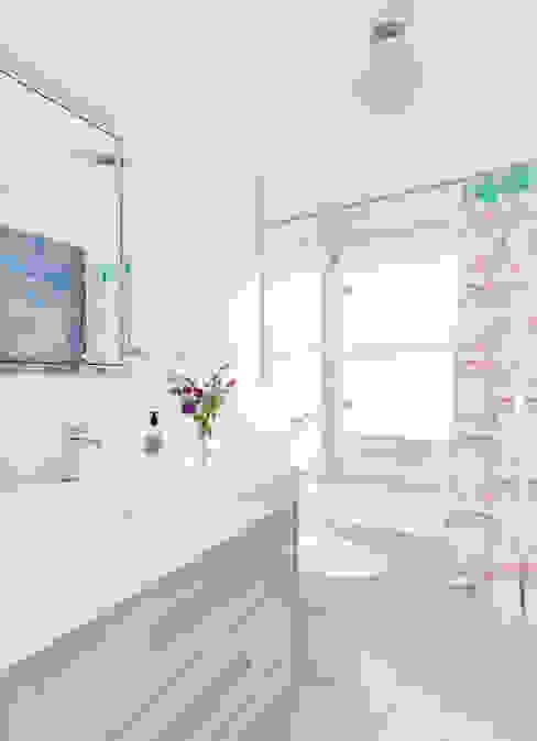 Kids' Bath Clean Design Modern Bathroom