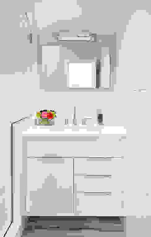 Hall Bath Modern Bathroom by Clean Design Modern