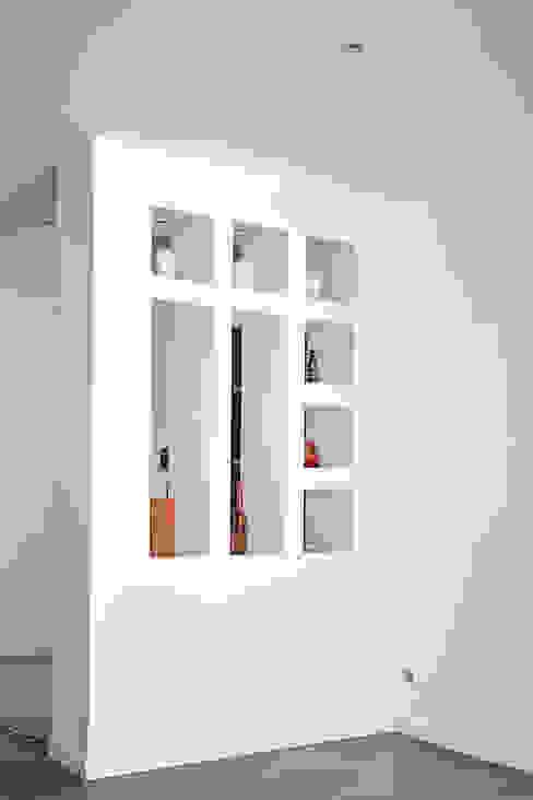 Moderne gangen, hallen & trappenhuizen van Cendrine Deville Jacquot, Architecte DPLG, A²B2D Modern