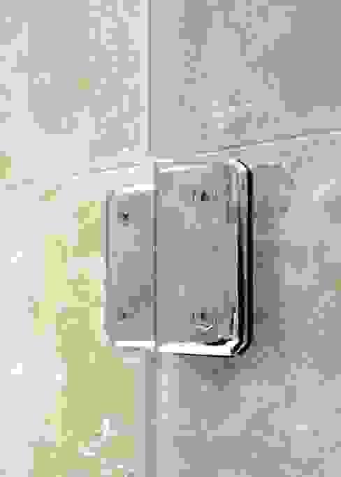 Chrome hinges frameless glass bathscreen Modern bathroom by Ion Glass Modern Glass