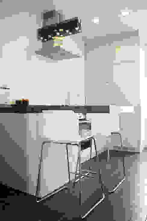 Dapur oleh Koya Architecture Intérieure, Klasik