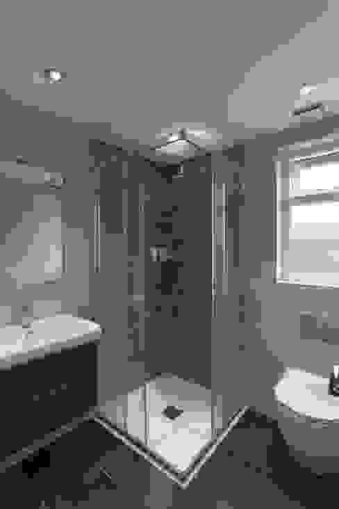 Modern Bathroom homify Modern bathroom