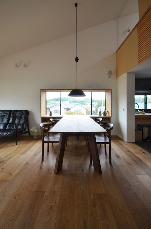 Dining room by 遠藤誠建築設計事務所(MAKOTO ENDO ARCHITECTS), Modern Wood Wood effect