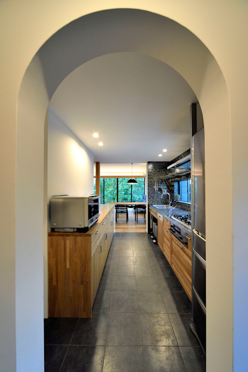 Kitchen by 遠藤誠建築設計事務所(MAKOTO ENDO ARCHITECTS), Modern Wood Wood effect