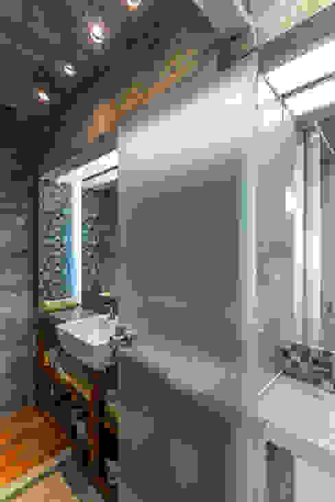 Salle de bain moderne par Besonías Almeida arquitectos Moderne Béton