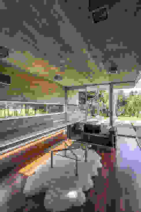 Pabellón Casa Torcuato: Paredes de estilo  por Besonías Almeida arquitectos