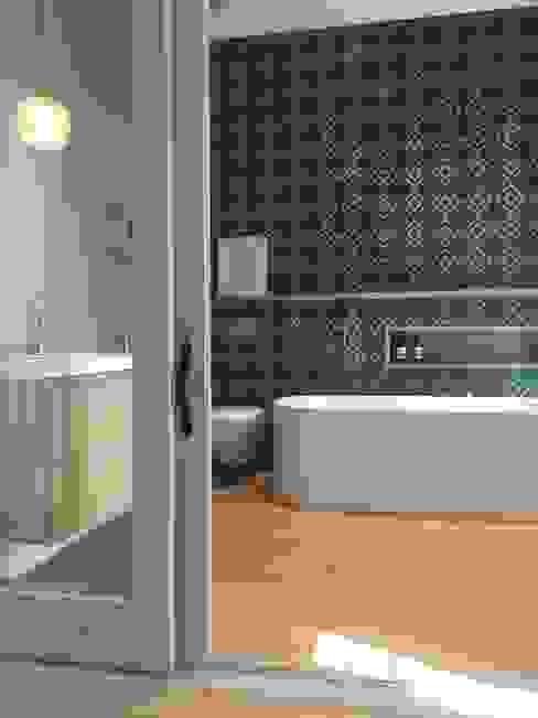 Modern bathroom by Etienne Hanekom Interiors Modern