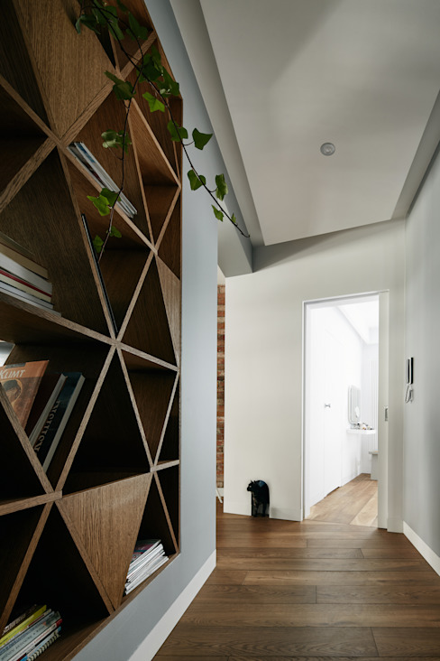 Girl and the cat Modern corridor, hallway & stairs by BLACKHAUS Modern لکڑی Wood effect