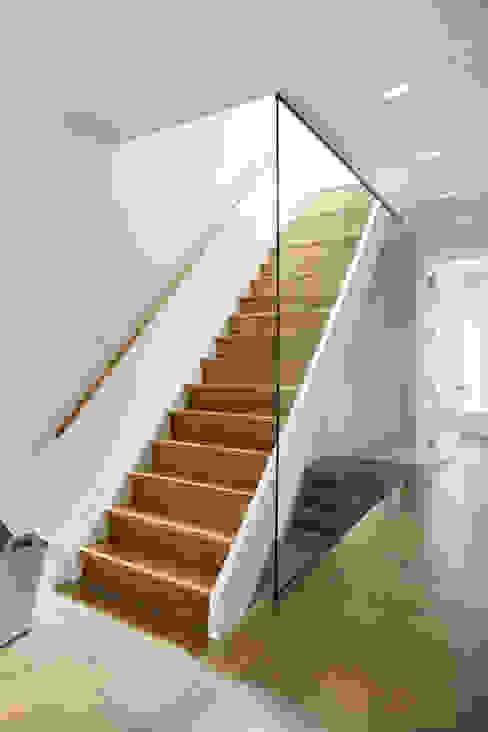 Carroll Street Scandinavian style corridor, hallway& stairs by M Monroe Design Scandinavian