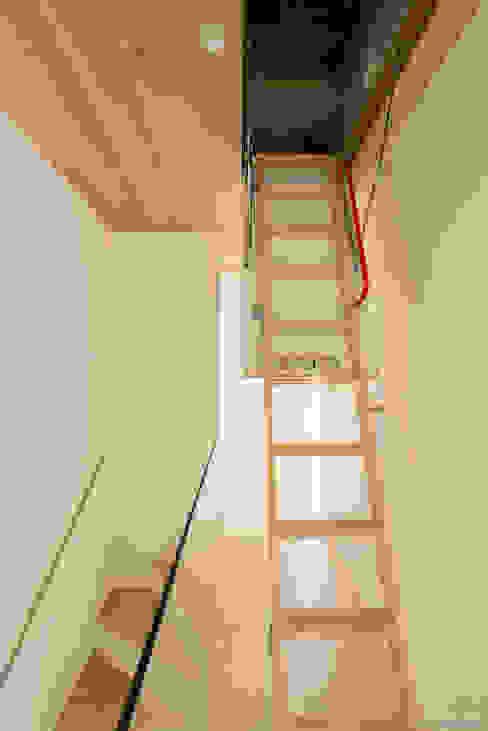 Refurbishment for Cristina & Juan Carlos Corredores, halls e escadas modernos por Pablo Muñoz Payá Arquitectos Moderno
