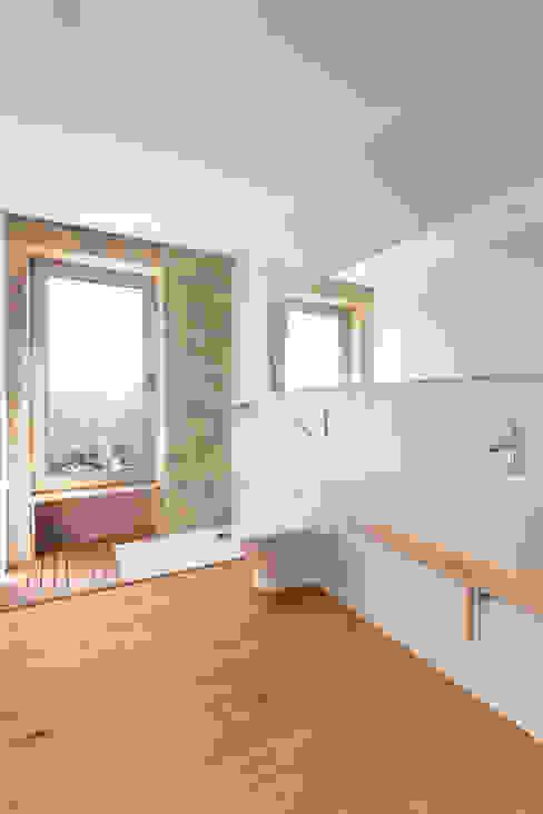 Ванная комната в скандинавском стиле от PAULO MARTINS ARQ&DESIGN Скандинавский