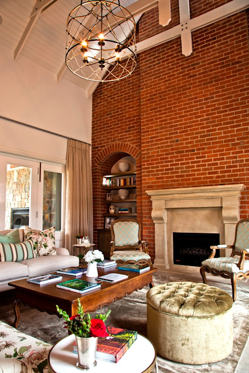 Beautiful Gowrie Farm Classic style living room by Walker Smith Architects Classic