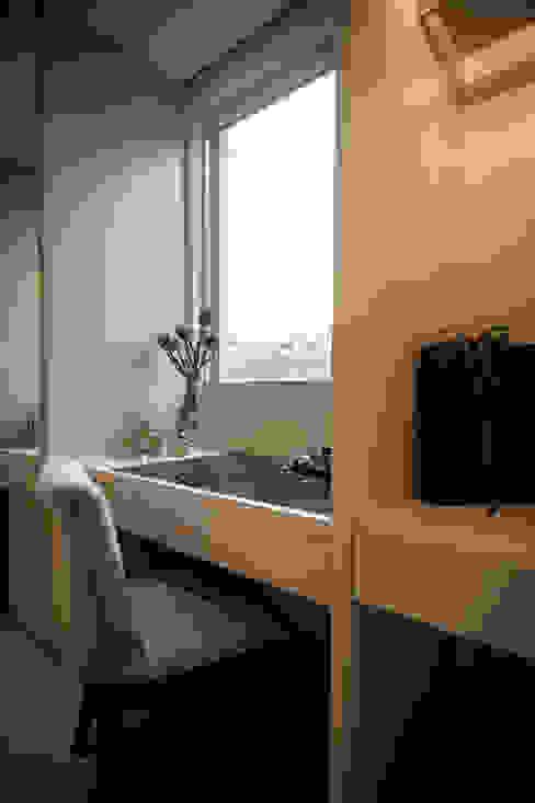 غرفة الملابس تنفيذ 璞碩室內裝修設計工程有限公司