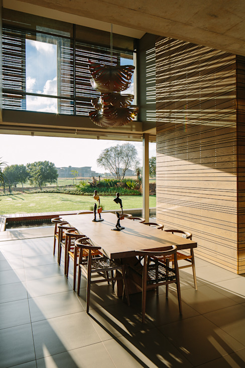餐廳 by www.mezzanineinteriors.co.za, 現代風 木頭 Wood effect