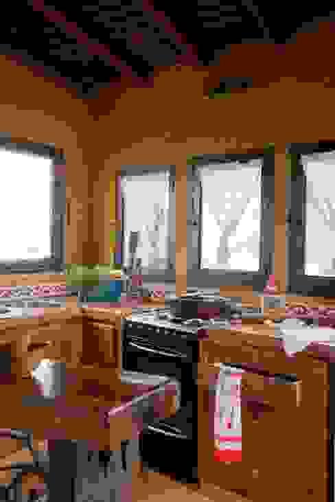 Casa Claudia Carboni: Cocinas de estilo  por Susana Bellotti Arquitectos, Rústico