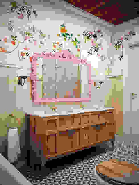 Bathroom by Архитектура Интерьера, Classic