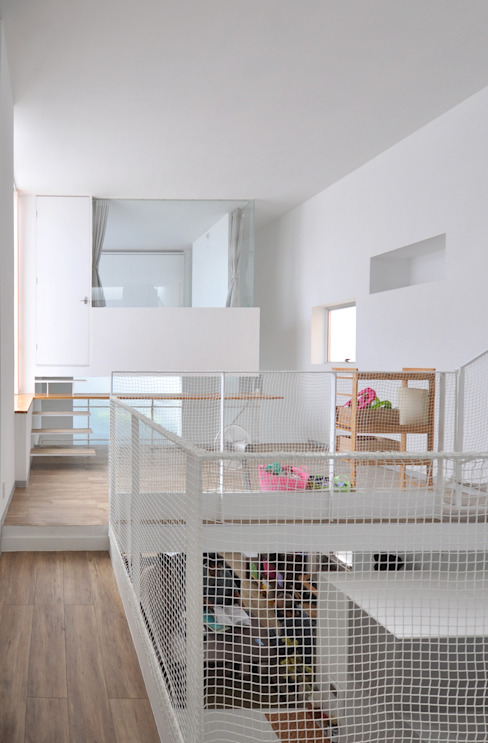 SMZT-HOUSE モダンデザインの 多目的室 の 門一級建築士事務所 モダン コンクリート