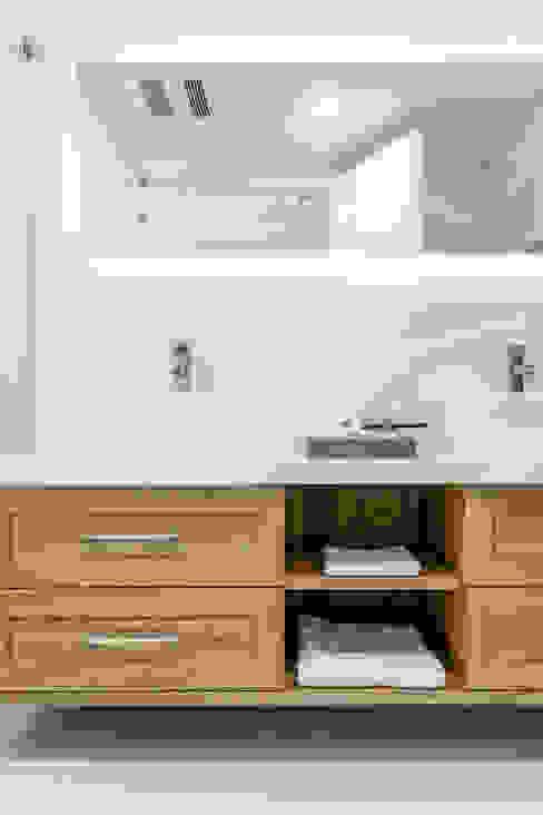 Scandinavian style bathroom by 潤澤明亮設計事務所 Scandinavian