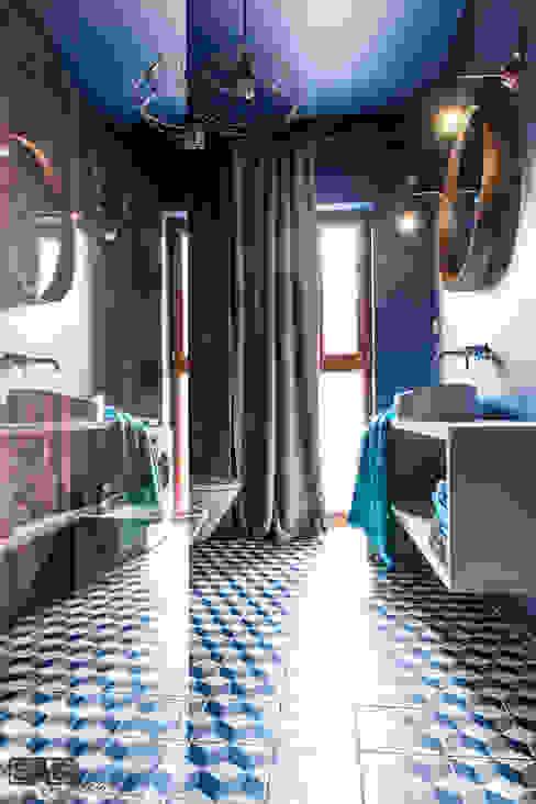 Salle de bain moderne par SAS Moderne