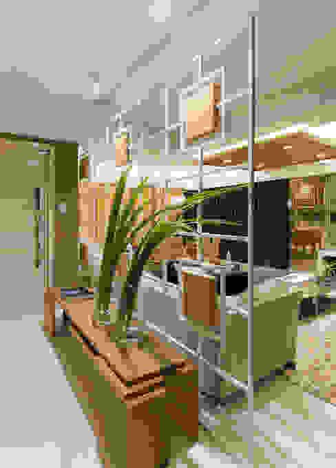 Pasillos y vestíbulos de estilo  por Matheus Menezes Arquiteto