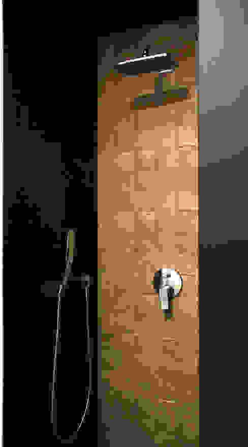 Minimalist style bathroom by Grynevich Architects Minimalist