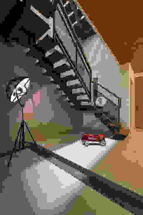 Corridor & hallway by 匯羽設計 / Hui-yu Interior design,