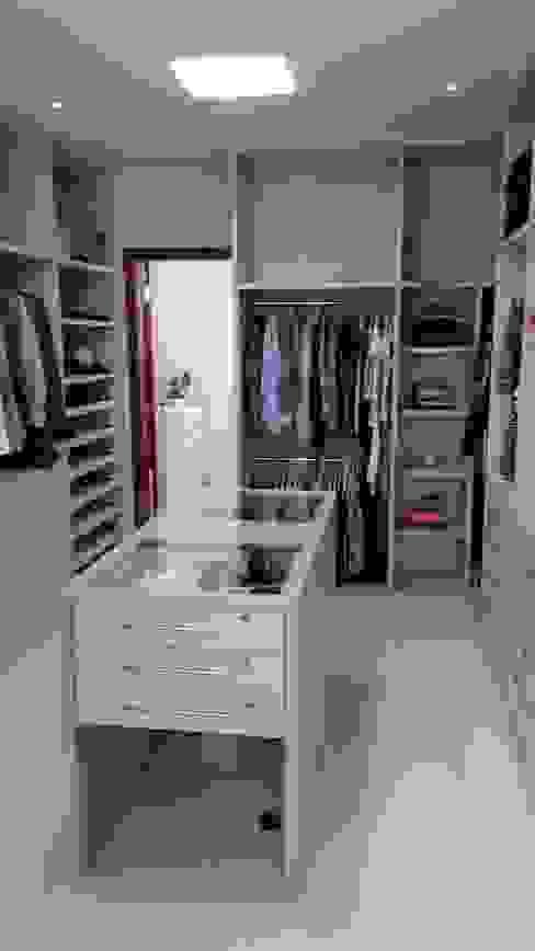 Closet Closets por homify Moderno MDF