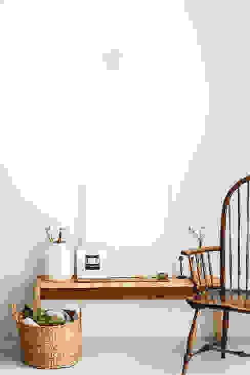 Detalhe de mobiliario desenhado e executado para o projeto Arkstudio Escritórios rústicos