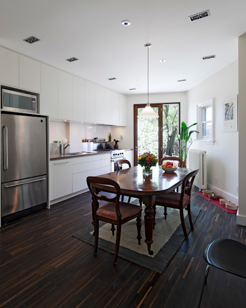 White Kitchen with Mahogany Wood Windows - Summerhill Ave Modern kitchen by STUDIO Z Modern
