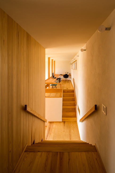 Eclectic style corridor, hallway & stairs by 中山大輔建築設計事務所/Nakayama Architects Eclectic