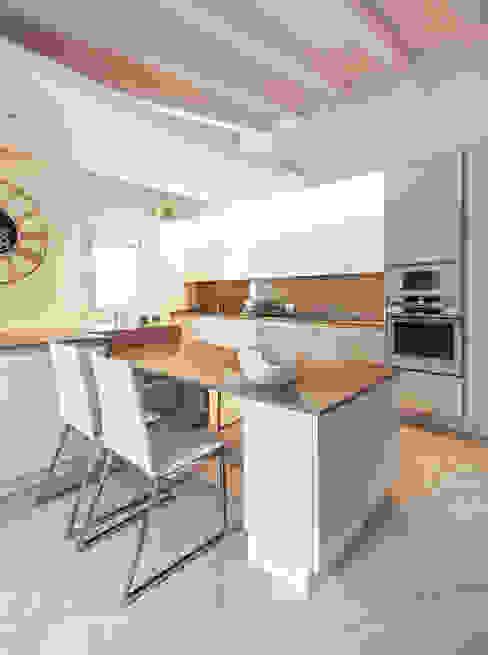 Cocinas de estilo moderno de BRANDO concept Moderno
